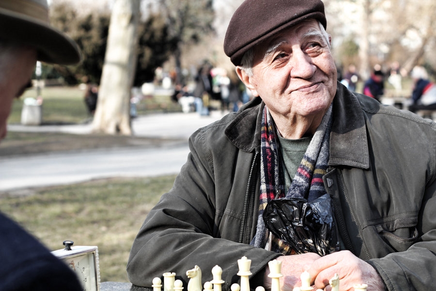 games keep the mind active in old age and fights dementia